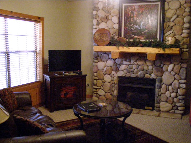JPG 2_Loft_Cabin_Updated_bed__s_and_tv__s_049 Bransoncabinwithloft3.