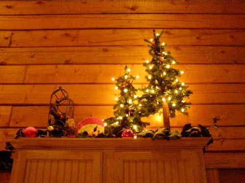 a wonderfully decorated cabin in branson for your christmas holiday - Cabins Decorated For Christmas